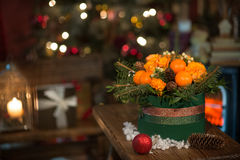 Nytt år en bukett av blommor och tangerin Arkivbilder