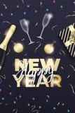 nytt år för bakgrund Orientering med champagneexponeringsglas, flaskan, guld- bollar, konfettier, gåvan, lampor och bokstäver för vektor illustrationer