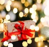 nytt år för gåva Ljus och garneringar för ` s för nytt år royaltyfri foto