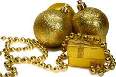 nytt år för jul festlig garnering, guldbollar och guld- band Arkivfoton