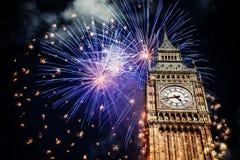 Nytt år i staden - Big Ben med fyrverkerier royaltyfri foto