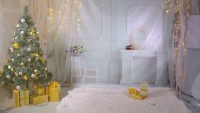 Nytt år jul, gåvor, spis i vardagsrum Inget inga personer nytt år för bakgrund lager videofilmer