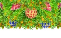 Nytt år julgran med leksaker som isoleras på en vit bakgrund. Royaltyfri Foto