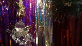 nytt år Julsammansättning av mandariner, julgranfilialer och ängeln stock video