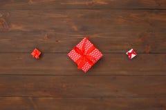 nytt år Objekt som isoleras på tabell tre, framlägger i rad närbild för bästa sikt royaltyfria bilder