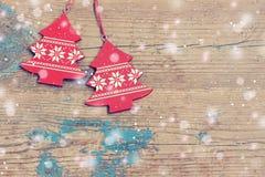 Nytt års bakgrund Röda dekorativa smycken Arkivbild