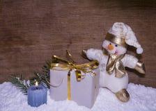 Nytt års sammansättning med en snögubbe Arkivfoton