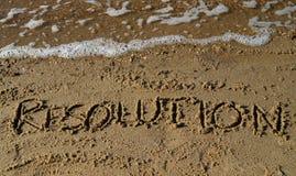 Nytt års upplösning som är skriftlig i sand Arkivbilder