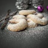 Nytt bakade guld- växande kakor för jul arkivfoton