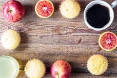 Nytt bakade muffin för breakfasr Arkivbild
