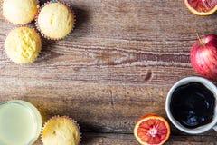 Nytt bakade muffin för breakfasr Royaltyfria Bilder