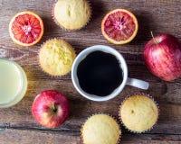 Nytt bakade muffin för breakfasr Arkivbilder