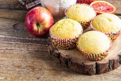 Nytt bakade muffin för breakfasr Royaltyfri Foto