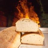 Nytt bakat bröd i den traditionella vägen Arkivbild