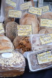 Nytt bröd på en marknad royaltyfri fotografi
