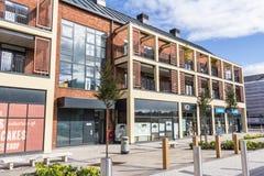 Nytt byggande - lägenheter och shoppar Royaltyfria Foton