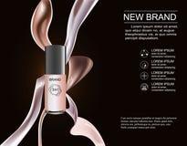 Nytt colorstay för märkesmakeup som innehålls i en genomskinlig flaska, kräm- hudfärg På en mörk bakgrund Arkivfoto