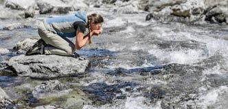 Nytt dricksvatten fr?n v?rstr?mmen fotografering för bildbyråer