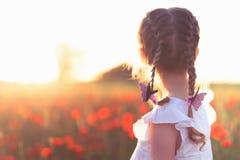Nytt erabegrepp med lyckliga ungar, folk Lyckat samhälle gemenskap royaltyfria foton
