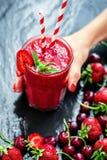 Nytt exponeringsglas av jordgubben Royaltyfri Foto