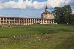 Nytt fästningstad och Vologda torn av den Kirillo-Belozersky kloster, Vologda region, Ryssland Arkivfoto