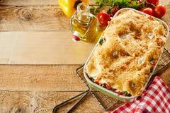 Nytt gjord maträtt av den italienska grönsaklasagnen royaltyfria bilder