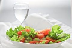 nytt glass salladvatten Arkivbild
