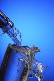 nytt hällande vatten Arkivbild