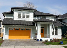 Nytt hem- hus med ljusa färger Royaltyfria Foton