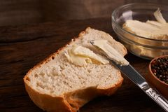 nytt hemlagat för bröd chip Bröd på surdeg Osyrat bröd dietary bröd arkivbild