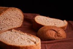 nytt hemlagat för bröd chip Bröd på surdeg Osyrat bröd dietary bröd royaltyfria bilder