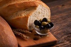 nytt hemlagat för bröd chip Bröd på surdeg Osyrat bröd dietary bröd royaltyfri fotografi