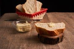 nytt hemlagat för bröd chip Bröd på surdeg Osyrat bröd dietary bröd royaltyfri bild