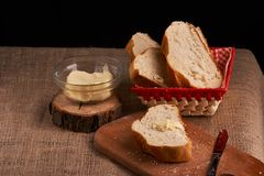 nytt hemlagat för bröd chip Bröd på surdeg Osyrat bröd dietary bröd royaltyfri foto