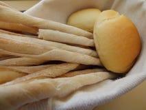 Nytt hemlagat italienskt bröd: gressini Breadsticks Arkivfoto
