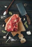Nytt huggit av nytt grisköttkött Arkivfoton