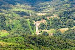 Nytt hydroelektriskt djupt in i Anderna arkivbild