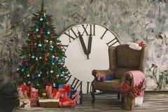 Nytt inre år och jul med timmar 2 royaltyfri bild