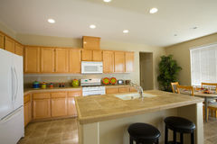 nytt kök omdanar bostads Arkivbilder