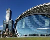 Nytt Kaohsiung utställningmitt och Tuntex torn Arkivbilder