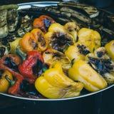 Nytt lagade mat grillade grönsaker Peppar zucchini, aubergine Royaltyfri Bild