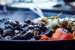 Nytt lagade mat grillade grönsaker, tomater, champinjoner, aubergine Royaltyfria Foton