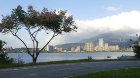 Nytt landskap för väg för cykel för flodstrand för ` s för Taipei stadsfolk, Taiwa Arkivfoton