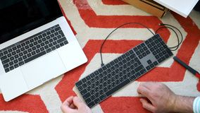 Nytt magiskt tangentbord med unboxing för utrymme för numeriskt tangentbord grå Arkivbild