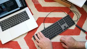 Nytt magiskt tangentbord med unboxing för utrymme för numeriskt tangentbord grå Royaltyfri Foto