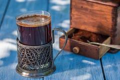 Nytt malt jordkaffe i sommar arkivfoto