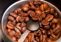 Nytt malt kaffe royaltyfria bilder