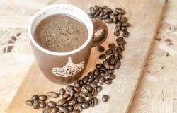 Nytt malt kaffe, kaffebönor Arkivfoton