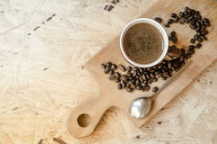 Nytt malt kaffe, kaffebönor Royaltyfri Foto