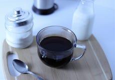 Nytt malt och bryggat kaffe för att starta din morgon arkivfoton